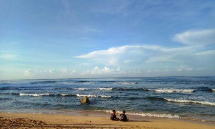 Menikmati Keindahan Pantai  Drini